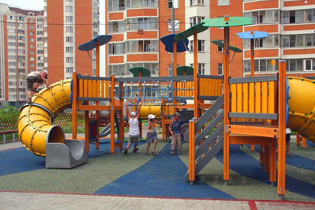 Подарить радость деткам помогут детские игровые площадки, батуты и детские площадки
