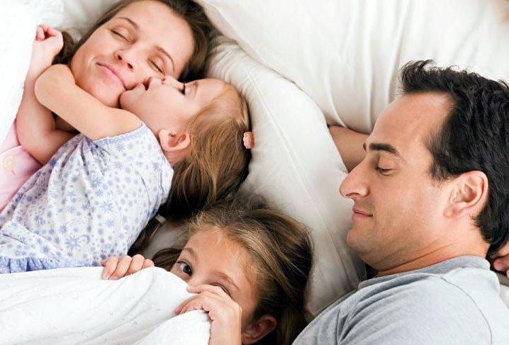 «Третий лишний», или как приучить ребенка спать отдельно