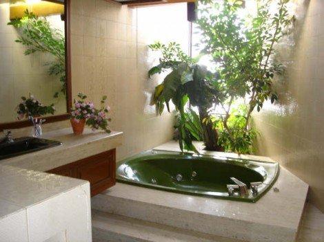 Живые цветы – оригинальное и стильное украшение ванной комнаты