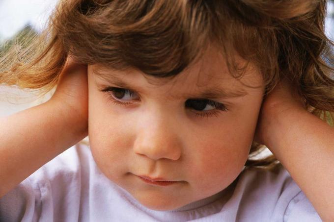 Как приучить ребенка беречь свои вещи?