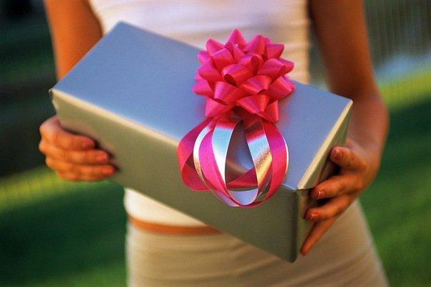 Как сделать оригинальный подарок на свадьбу?