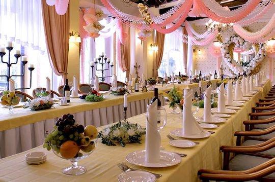 Как рассадить гостей за свадебным столом?