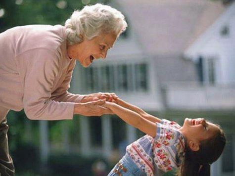 Почему бабушки любят внуков больше всех