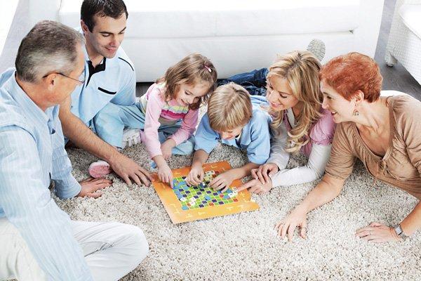 Настольные игры: плюс для ребенка и для мамы