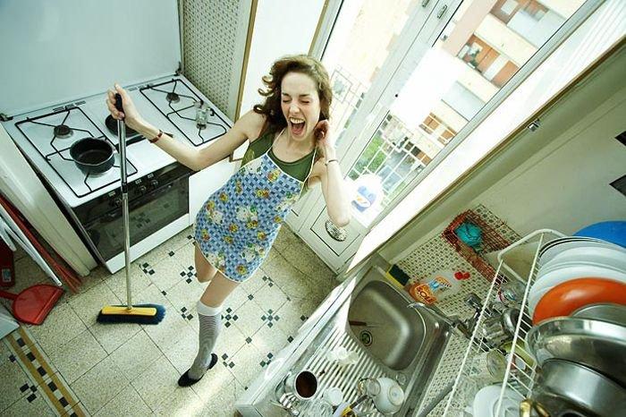 Кому выгодно, чтобы жена не высовывала носа дальше кухни?