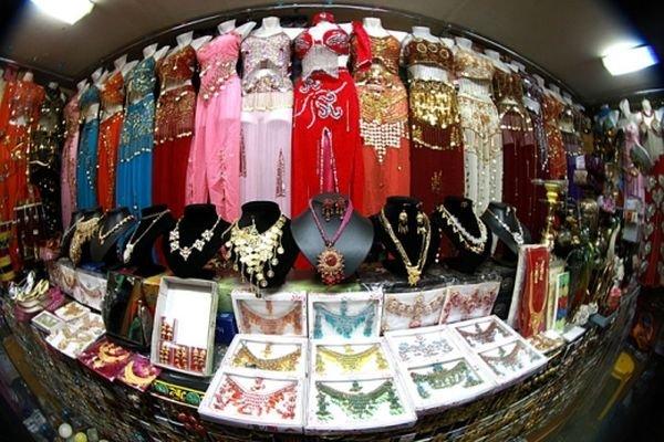 Индийская ярмарка: пестрый выбор товаров