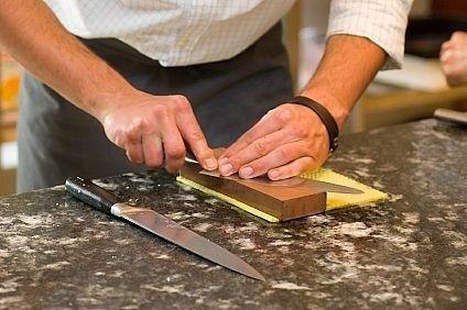 При помощи чего можно заточить кухонные ножи