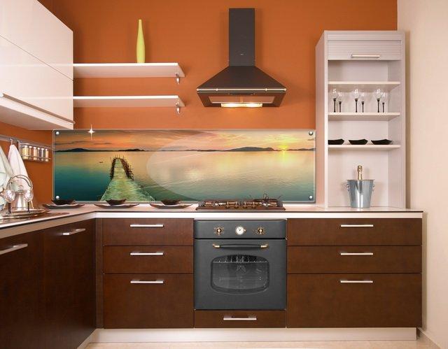 Функциональность и комфортабельность кухни зависит от разумного выбора мебели