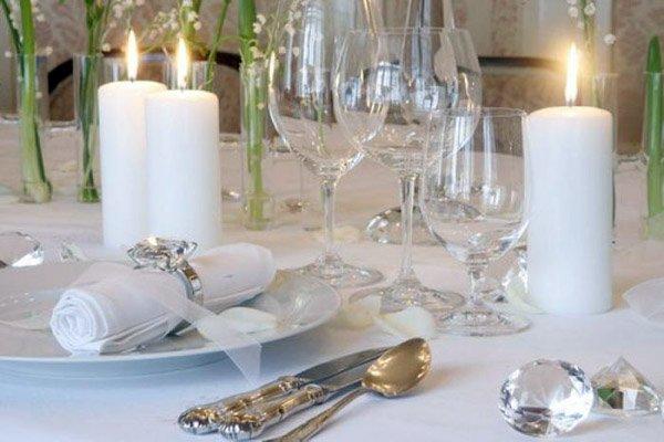 Торжественный прием: правильная сервировка стола