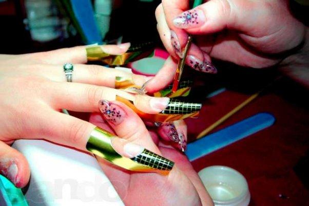 Лампа для наращивания ногтей как основной инструмент мастера маникюра