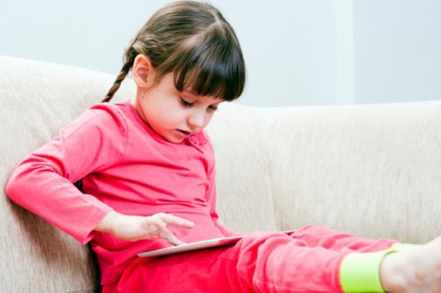 Стоит ли выкладывать фотографии детей в соцсетях