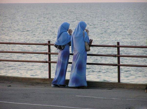 Допустимо ли ношение колец и иных украшений девушкам-мусульманкам?