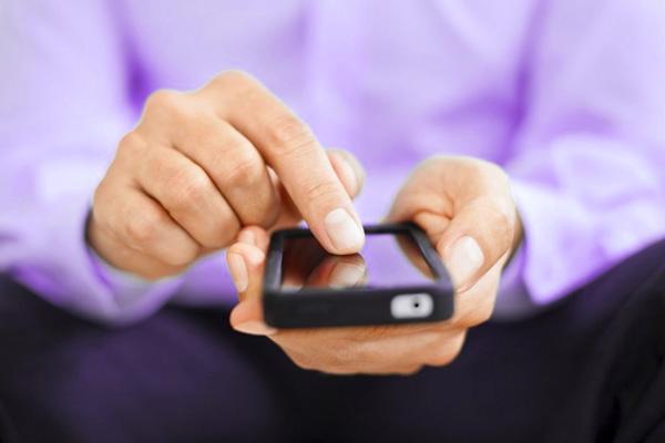Мужчины покупают смартфоны чаще, чем женщины