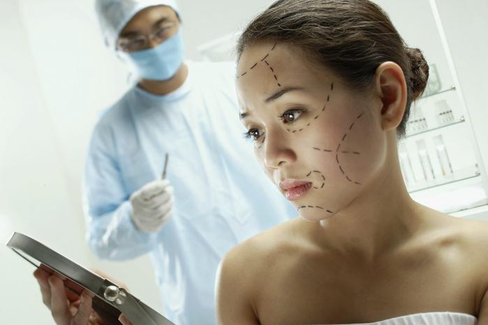 Стоит ли торопиться на прием к пластическому хирургу?