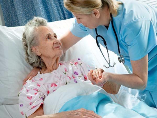 Правила смены подгузников лежачим больным