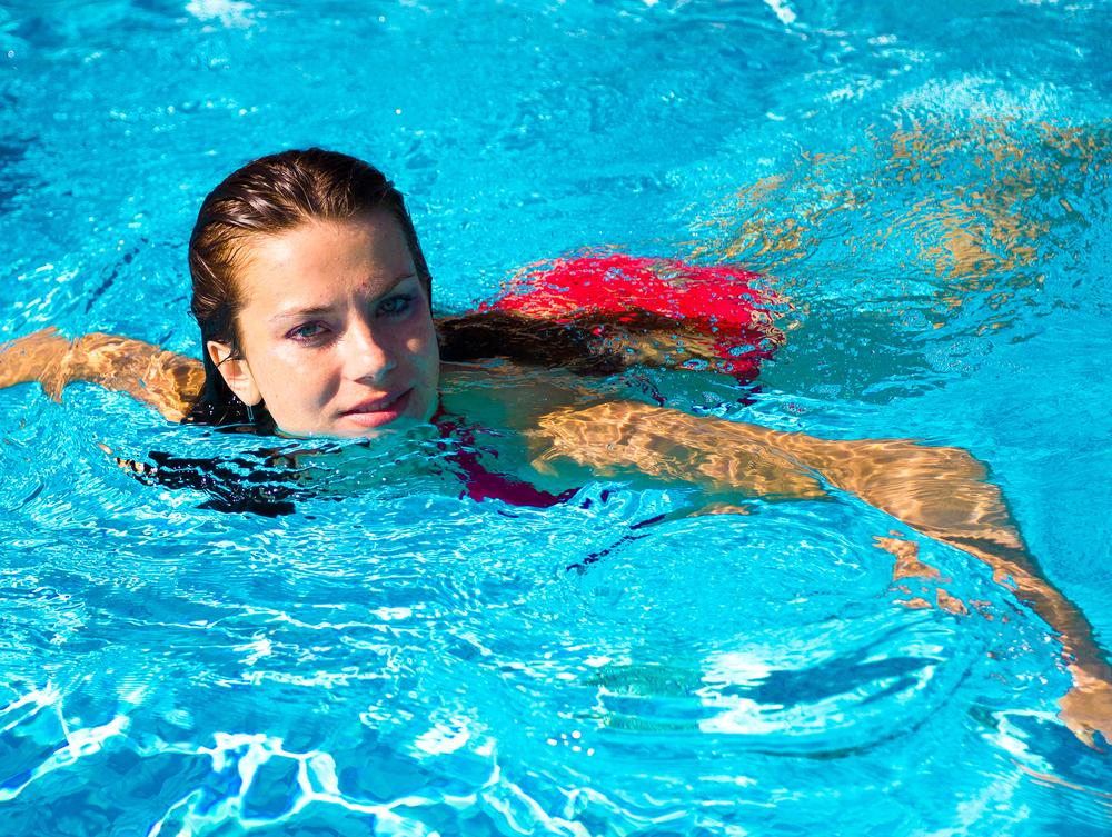 Почему каждой женщине рекомендуется посещать бассейн