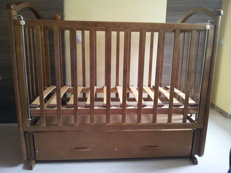 Какой должна быть детская кроватка из древесины?
